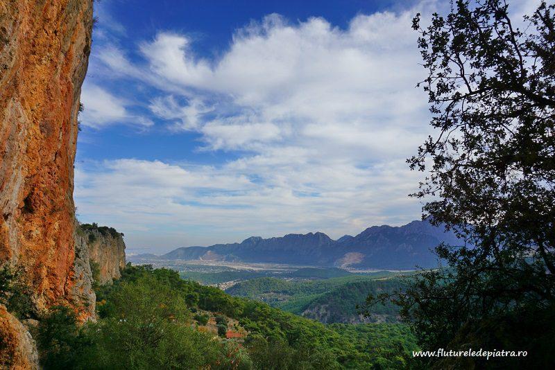 falezele de escaladă Antalya, Turcia și marea Mediteraneană