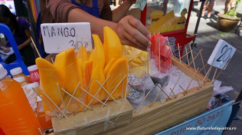 mango tăiat, la gheață, pe străzile din Bangkok, Thailanda