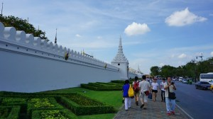 zidurile albe ale Marelui Palat Imperial din Bankok, Thailanda