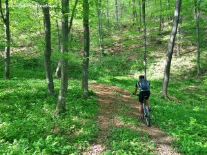 traseu de bicicletă pe dealurile de lângă Sărata Monteoru