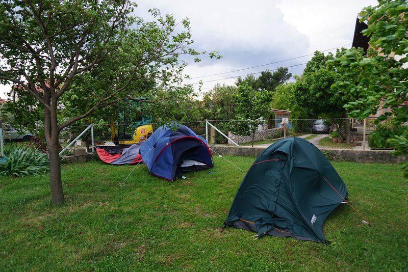 corturi luate de rafalele de vânt Bora, Paklenica