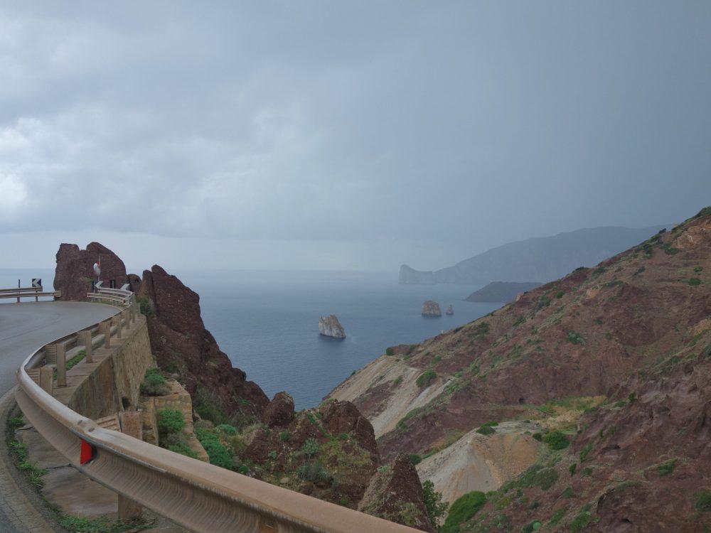 ploaie peste falezele de escaladă din Masua, Sardinia