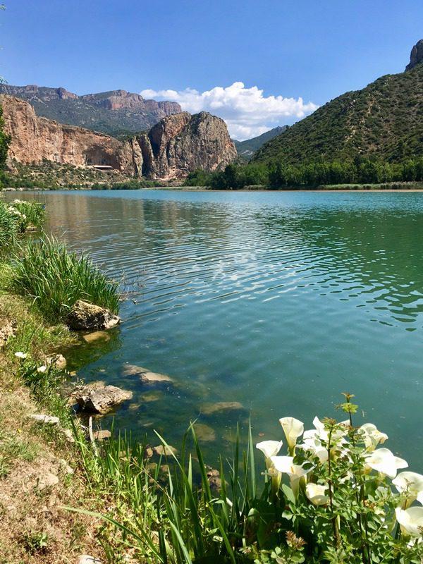 escaladă în St Llorenc de Montgai, regiunea Catalonia, lacurile si peisajul