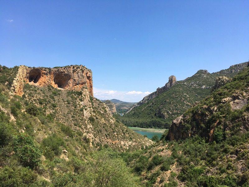 escaladă în St Llorenc de Montgai, regiunea Catalonia, pesterile gemene