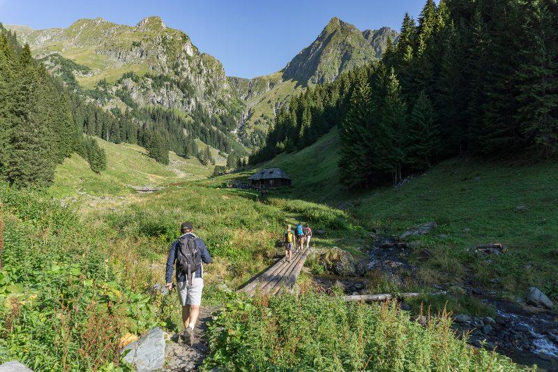 staâna din Valea Rea, traseu scurt spre Vârful Moldoveanu