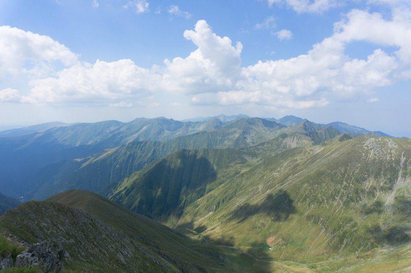 siluete. crestele Munților Făgăraș