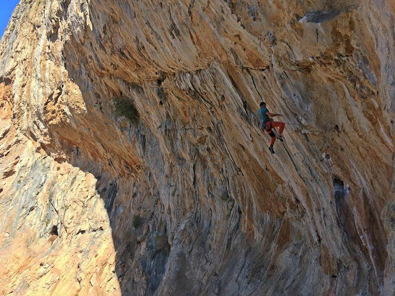 Bo căzând din pasul lui Eros, sector Arhi, insula cataratorilor Kalymnos