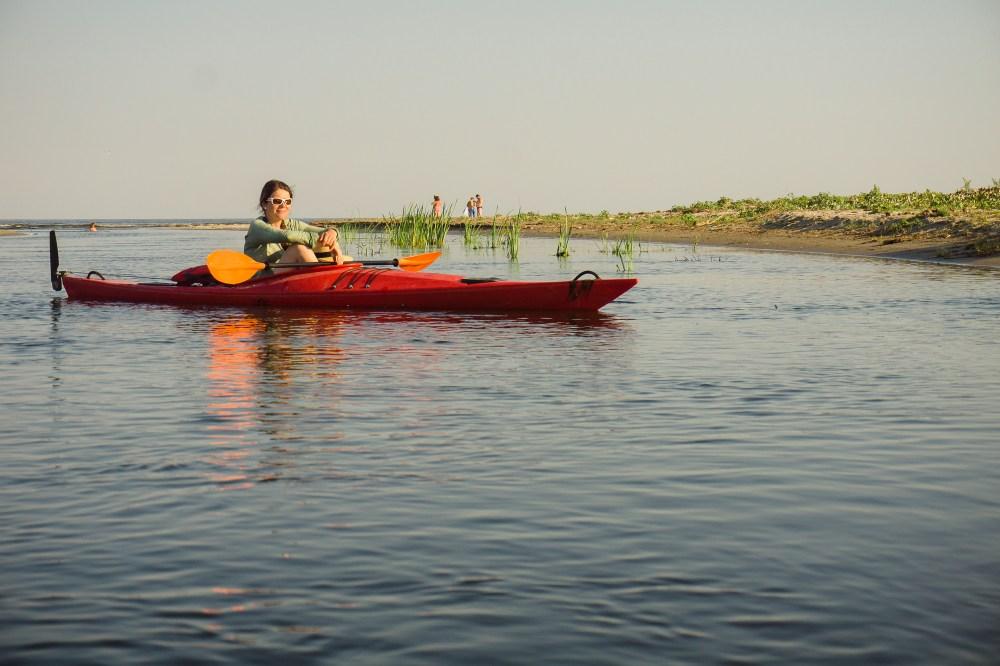 La întâlnirea dintre Delta Dunării și Marea Neagră, cu caiacul.