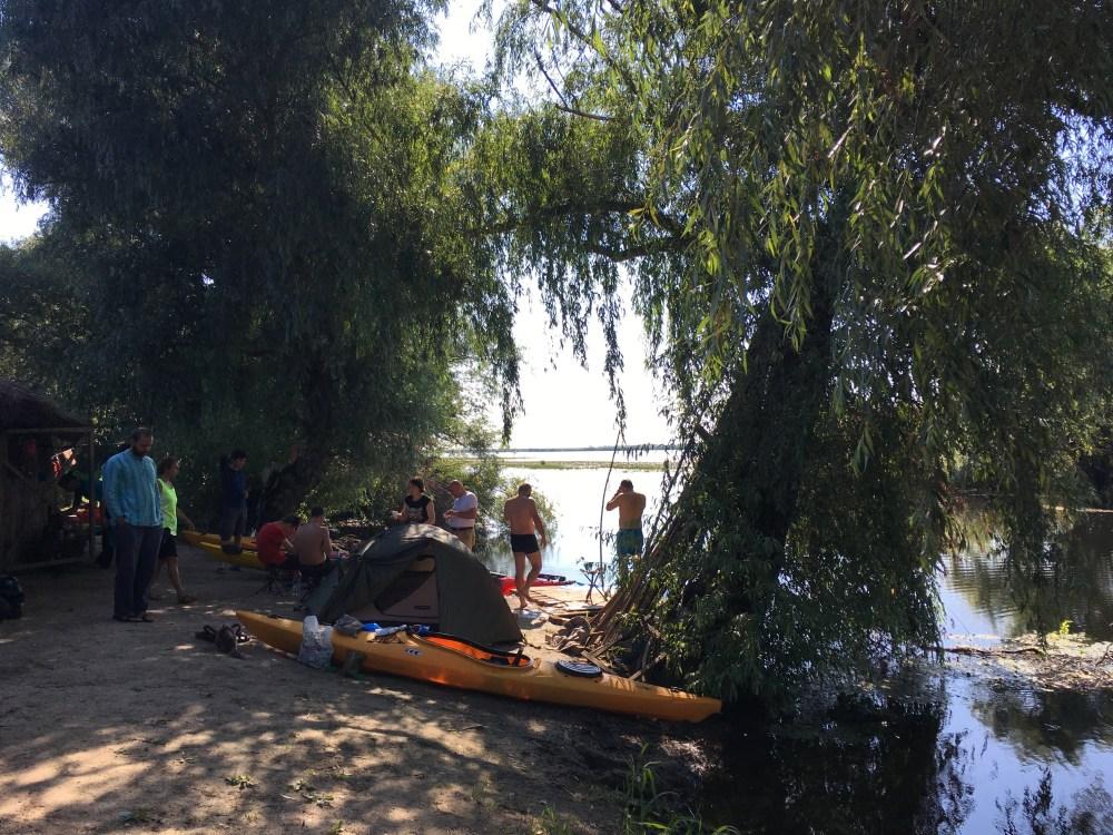 campat în Delta Dunării, cu caiacele / kayaking