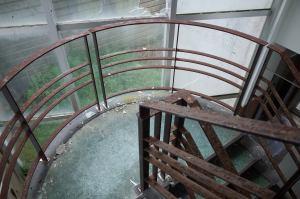 好きな雰囲気の階段です