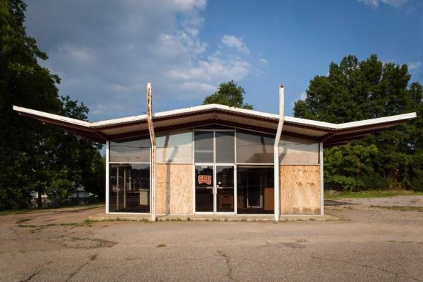 Abandoned Building, Jefferson Davis Highway, Virginia, 2011