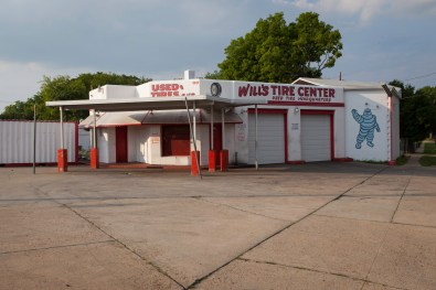 Will's Tire Shop, Jefferson Davis Highway, Virginia, 2011