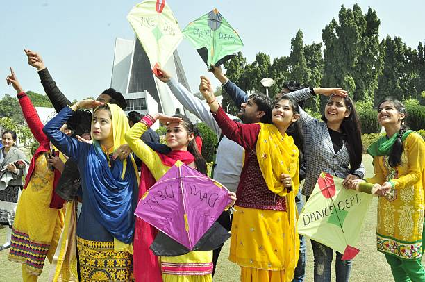 Vasant-Panchami-kite-flying-festival-punjabi-girls-flying-kites-Chandigarh-fly360