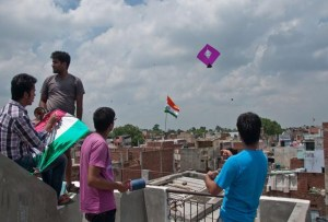 kite-patang-flying-during-uttarayan-2-fly360 kai po che