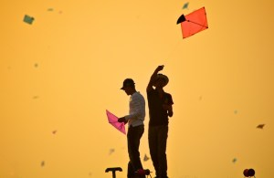 kite-patang-flying-during-uttarayan-fly360