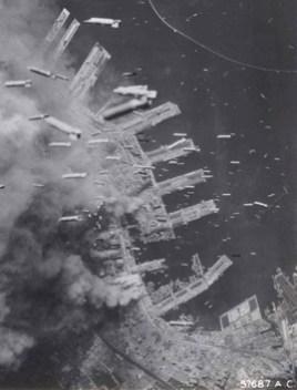 Bombardeo sobre la ciudad de Kobe, Japón, 1945.