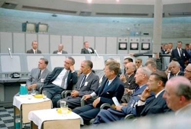 John F. Kennedy y Lyndon B. Johnson durante la Crisis de los misiles en Cuba, 1962.