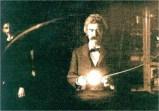 Mark Twain en el laboratorio del físico Nikola Tesla, 1894.