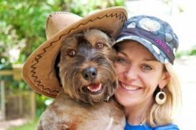 Oscar, el perro viajero, visitó junto a su dueña, Joanna Lefson, 32 países. Oscar fue rescatado por Joanna cuando estaba a punto de ser sacrificado en una perrera. Lamentablemente, Oscar falleció en un desgraciado accidente.