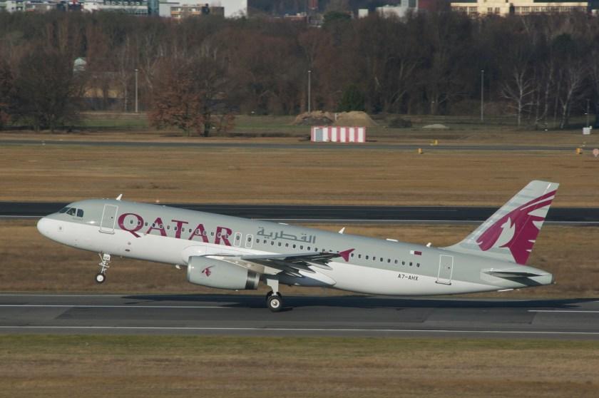 Qatar_Airways_Airbus_A320-232;_A7-AHX@TXL;30.12.2012_684cm_(8333192154)