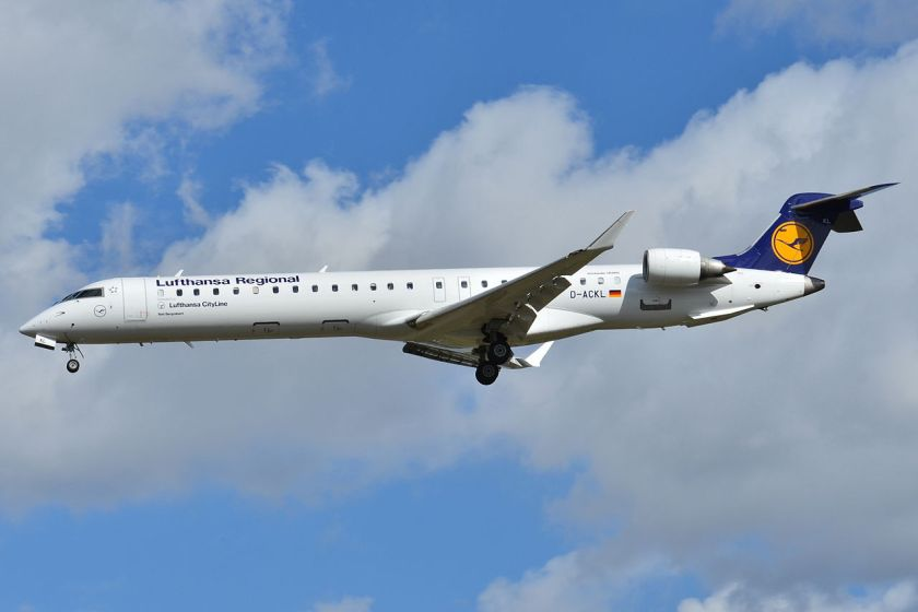 Canadair-Bombardier_CRJ-900_Lufthansa_Cityline_(LCL)_D-ACKL_-_MSN_15095_-_Named_Bad_Bergzabern_(10223049475)