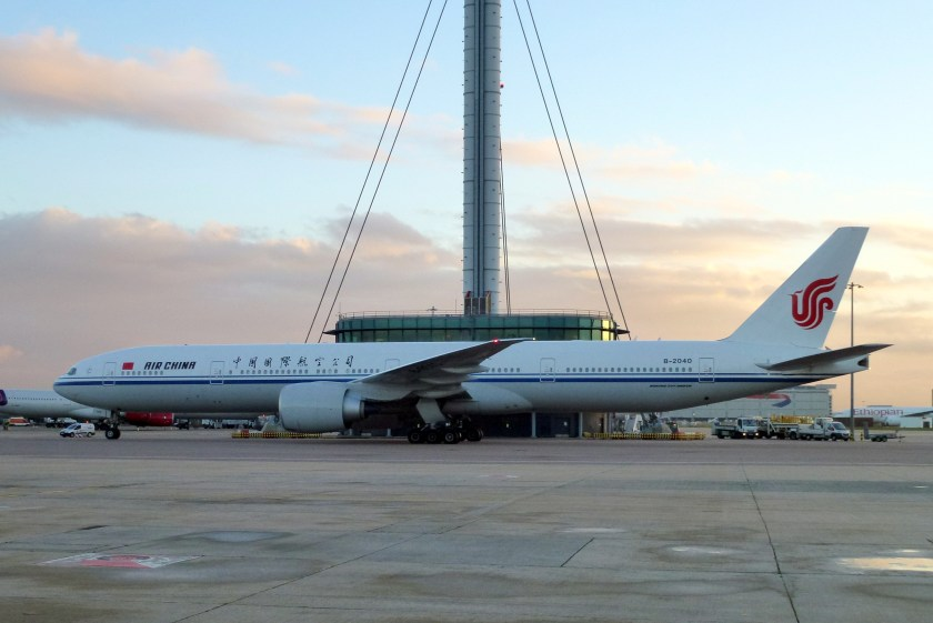 Boeing_777-300_(Air_China)_B-2040_LHR_(12097547006)