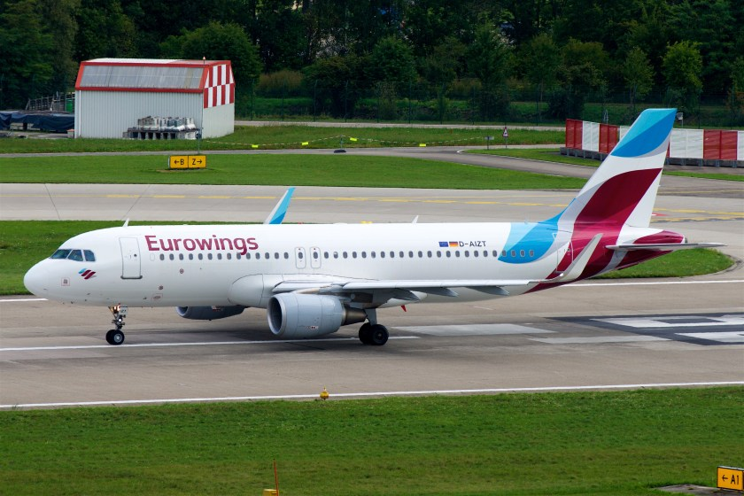 Eurowings_Airbus_A320-200_D-AIZT_(23847046576)