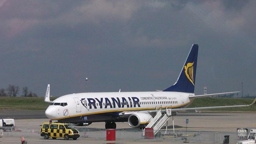 Ryanair_Boeing_737-800_%22Communitat_Valenciana%22