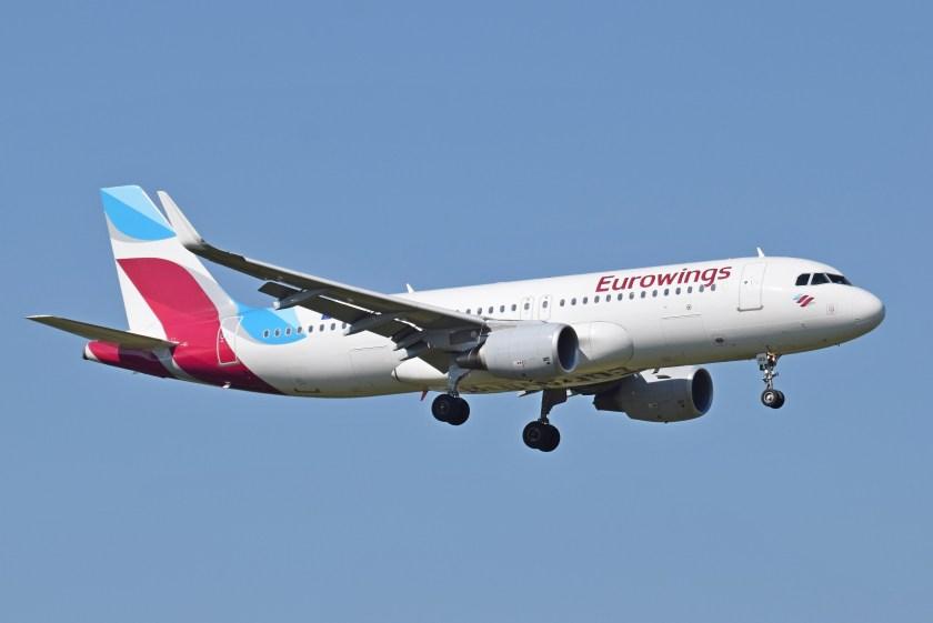 eurowings_a320-200_d-aizs_arrives_london_heathrow_15sep2015_arp