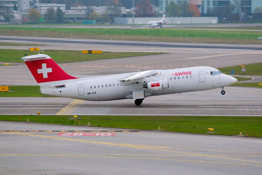 swiss_international_air_lines_bae_systems_avro_rj100_hb-iyz_zurich_international_airport