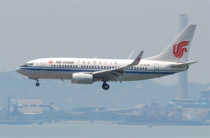 Air_China_Boeing_737-700;_B-5226@HKG;31.07.2011_614mc_(6053221072)
