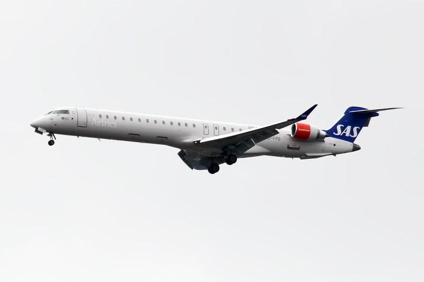 SAS,_EI-FPD,_Canadair_CRJ-900LR_(26706062952)