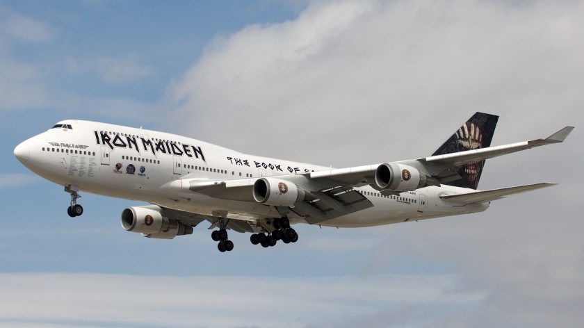 Ed_Force_One_carrying_@ironmaiden_arriving_at_@torontopearson_(26144838751)