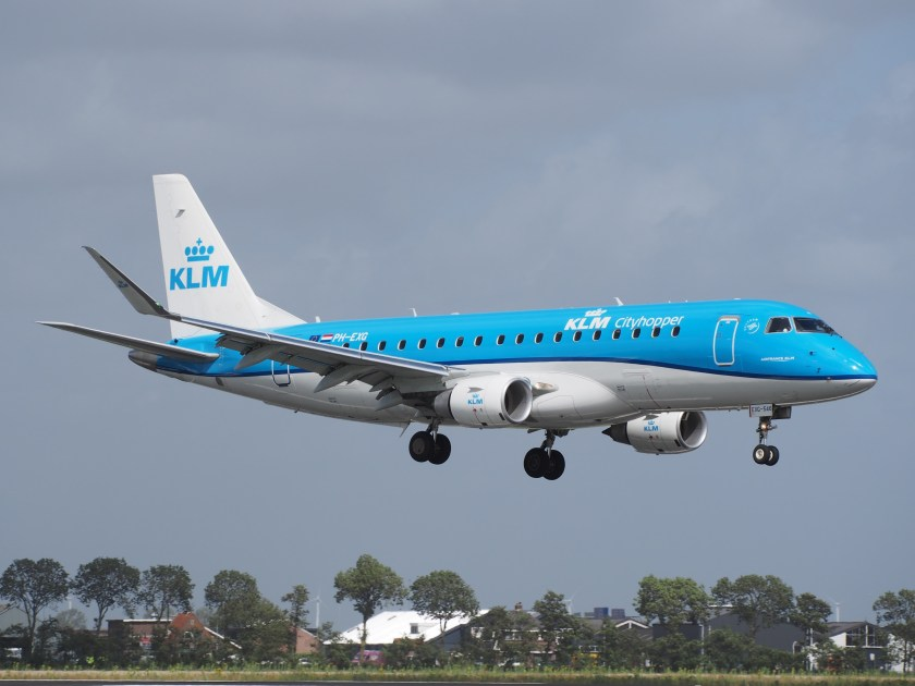 PH-EXG_KLM_Cityhopper_Embraer_ERJ-175STD_(ERJ-170-200)_landing_at_Schiphol_(EHAM-AMS)_runway_18R_pic1