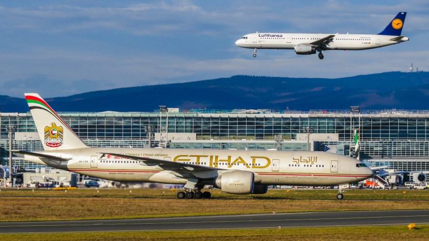 Etihad_Airways_Boeing_777-237(LR)_A6-LRA_(16277583101)