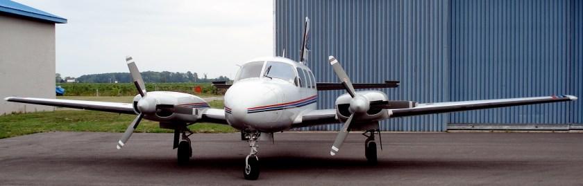 Piper_PA-31_Navajo_St_Catharines_2