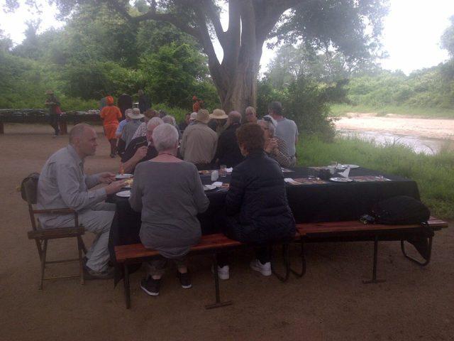 Frukost i det grona pa Chisomo2