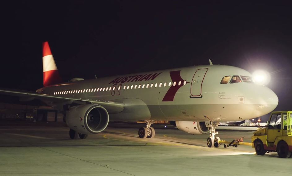 VIDEO - Austrian A320 gets 80s retro livery