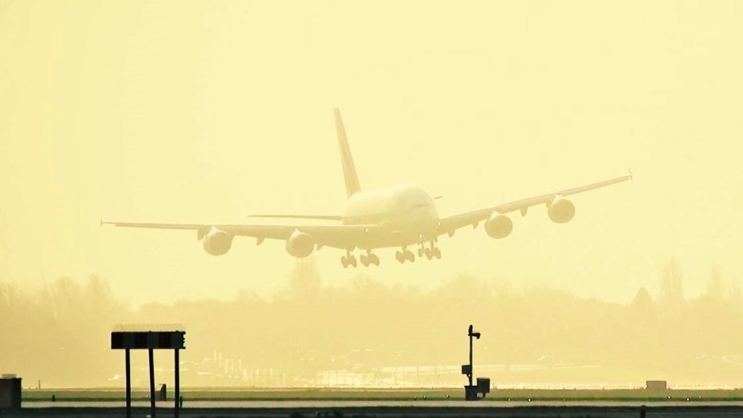 Emirates A380 Storm Landing at AMS