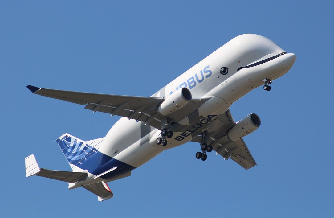 Airbus Beluga XL spectacular short landing at Broughton Factory in UK