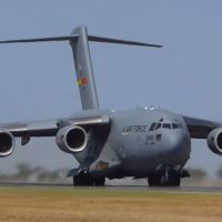 VIDEO - BIRD STRIKE USAF C-17 AT THE AVALON AIRSHOW IN AUSTRALIA