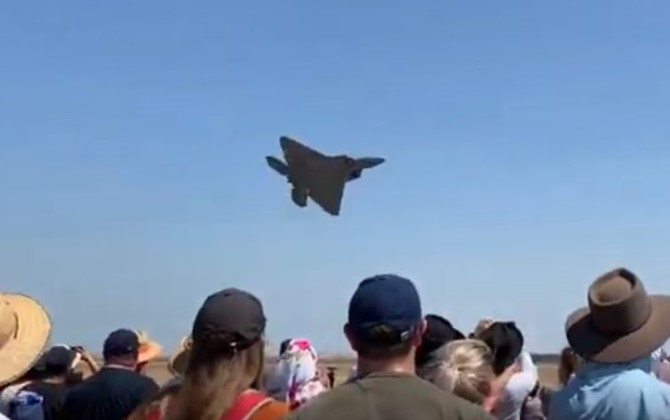 F-22 Take off Avalon