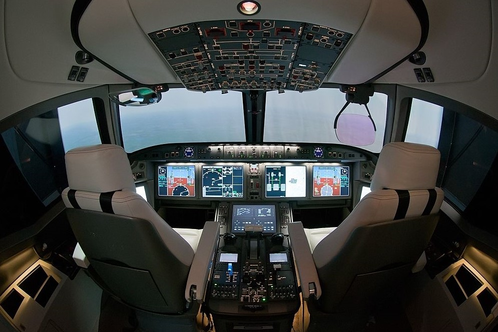 Flight deck mock-up with a HUD