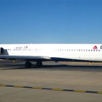 DELTA MD-88 MADE EMERGENCY LANDING DUE TO DAMAGED ENGINE