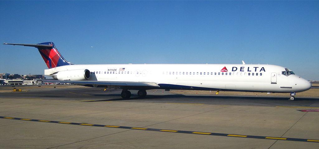 DELTA MD-88 MADE EMERGENCY LANDING DUE TO DAMAGED ENGINE