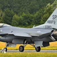 EMERGENCY LANDING STOPS USAF F-16 VIPER DEMO TEAM DISPLAY AT RIAT 2019