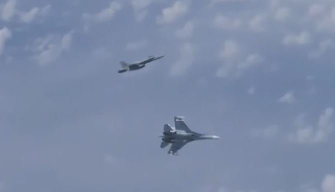 Spanish F-18 fighter chased away by Russian Su-27