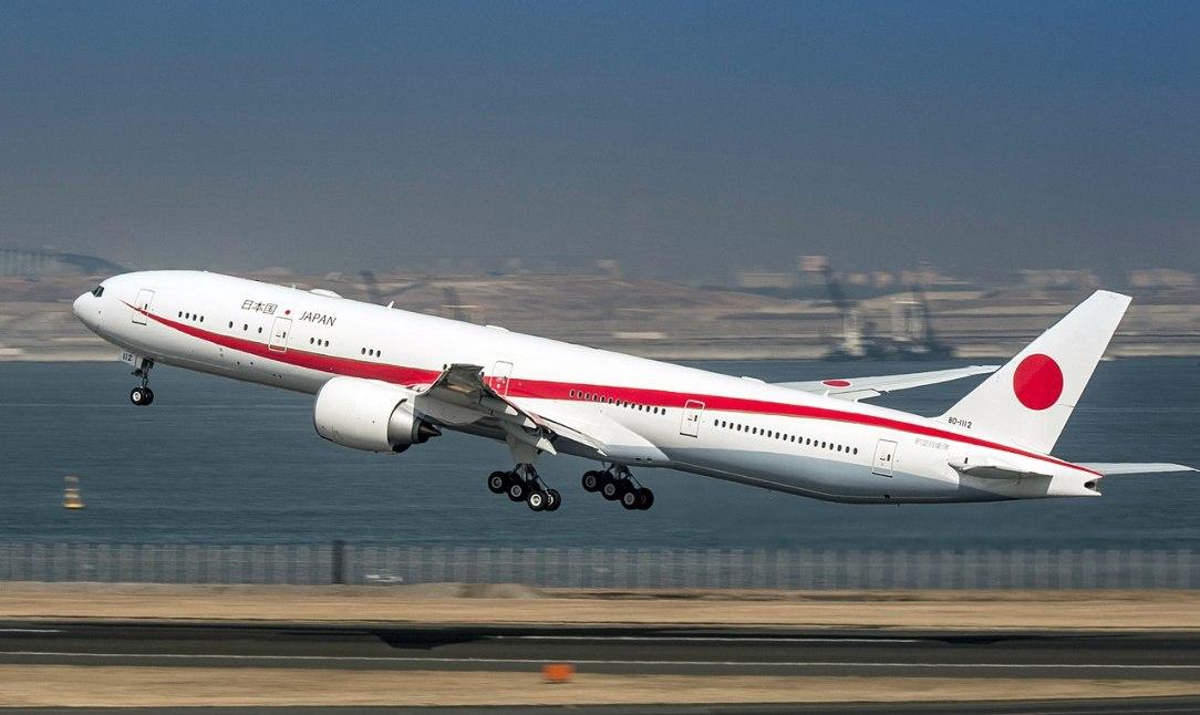 JASDF B777-300ER taking off from Tokio International Airport