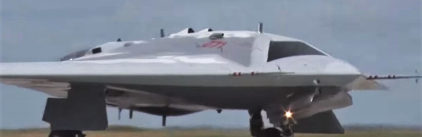 Russian AF showcases its brand new Hunter combat drone on its maiden flight