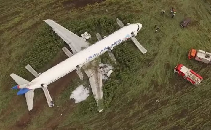 Ural Airlines A321 Crash Landed in Cornfield